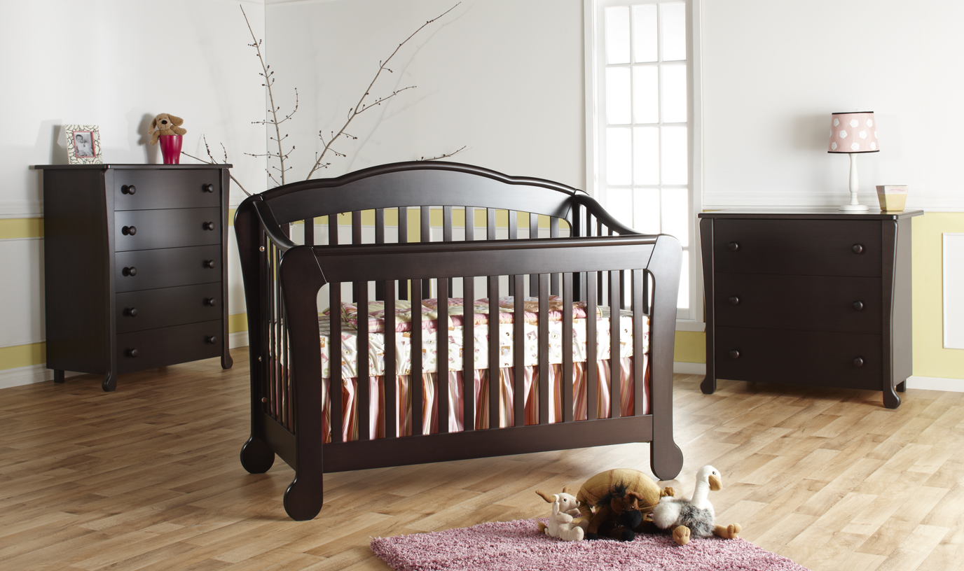 Now in stock: The <b>Manon</b> Forever Crib, <b>European beech</b> and<b>100% Made in Italy!</b> <br>Available in Mocacchino and White.