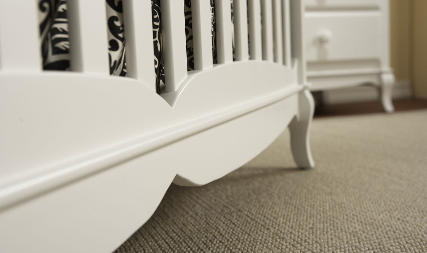 A detail of the <b>Mantova Forever crib</b> in White.