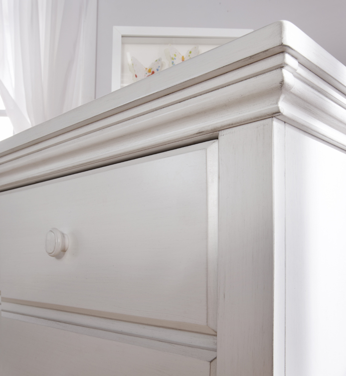 A detail of the <b>2106 Modena Double Dresser</b> in Vintage White. Meraviglioso!