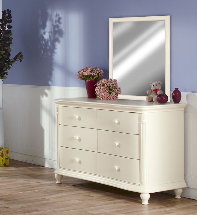 The <b>7777 Pali Mirror</b> on a 2006 <b>Gardena Double Dresser</b>, in Dream. <br>Please note that the mirror can be also hung on a wall (in portrait or landscape positions) thanks to its pre-installed hooks.